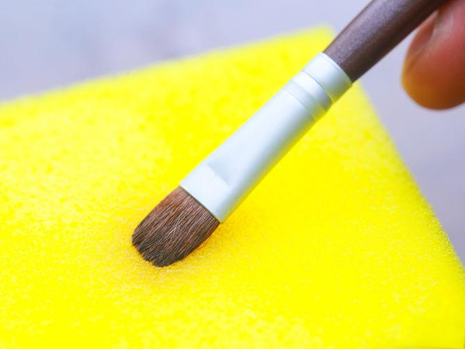 Как правильно очистить кисти для макияжа