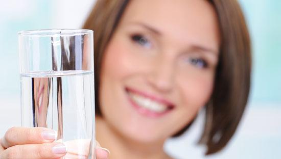 Пить воду от целлюлита