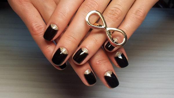 Красивое ногтей черные