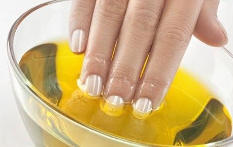 Оливковое масло помогает лаку быстрее высохнуть