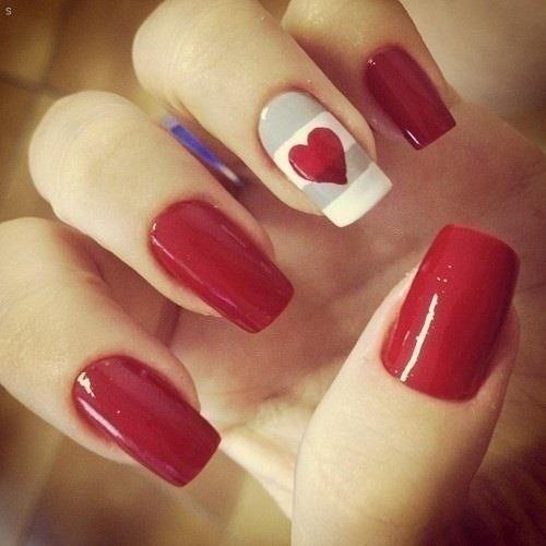 Красный маникюр ко Дню влюбленных