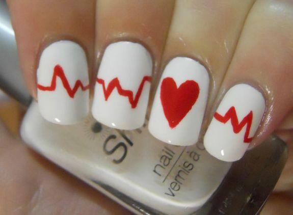 Маникюр с кардиограммой