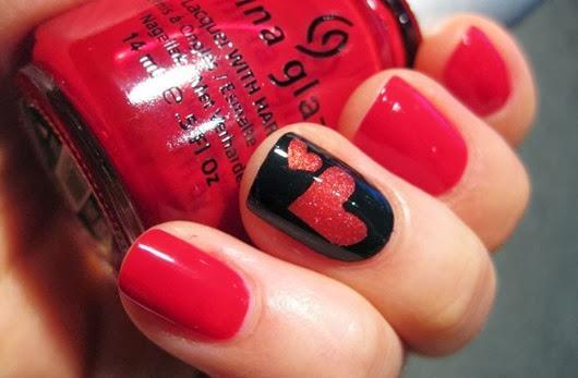 Красный маникюр с сердечком
