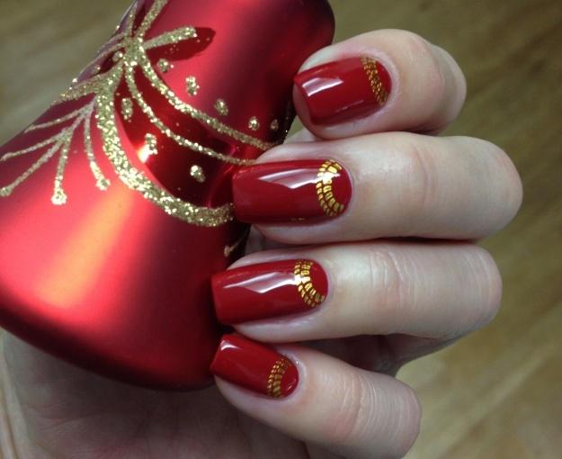 Красивый дизайн ногтей красного цвета