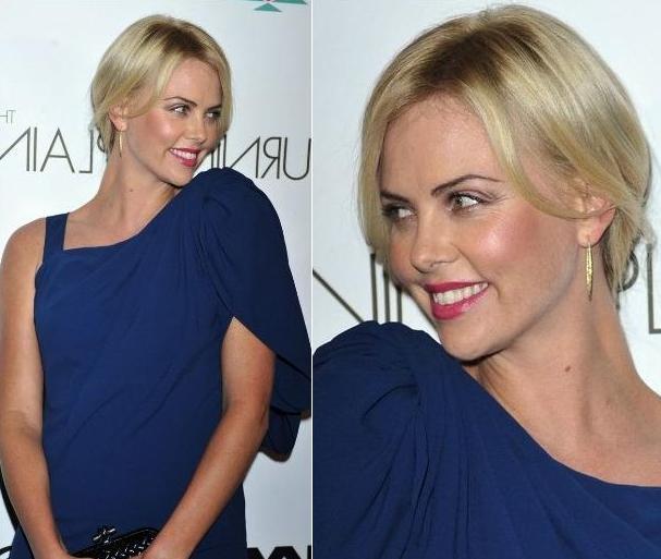 Шарлиз Терон в синем платье