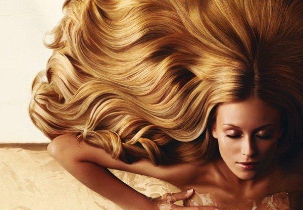 Как правильно использовать спреи для блеска волос?