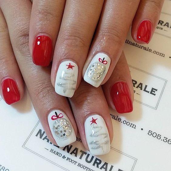 Красно-белый маникюр с елкой