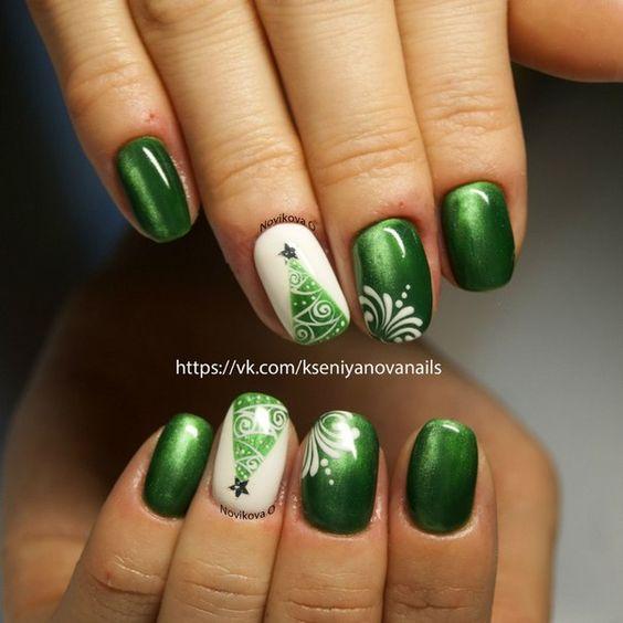 Зеленый маникюр с елкой