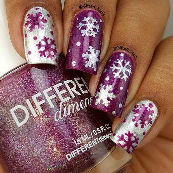 Фиолетовый маникюр со снежинками