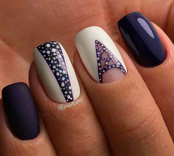 Фиолетово-белый маникюр с блестками