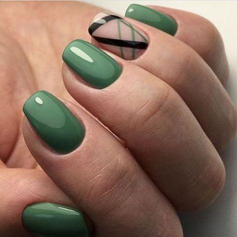 Зеленый маникюр с геометрическим узором
