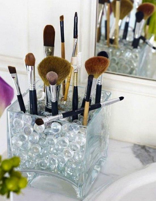 Как хранить макияжные кисти дома