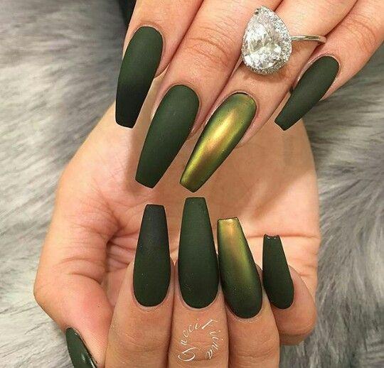 Матовый зеленый маникюр на длинные ногти