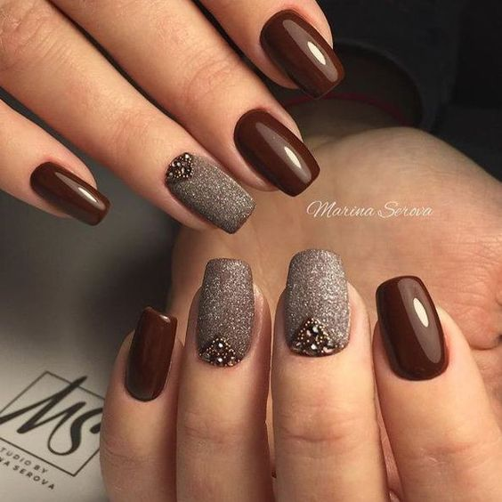 Красивый коричневый маникюр фото