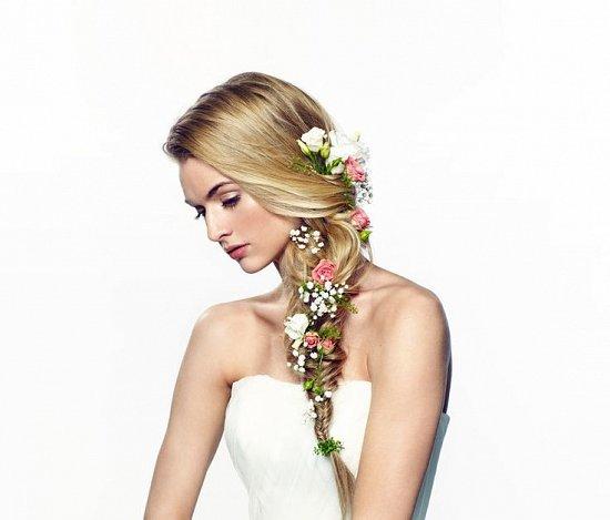 Свадебная прическа коса с цветами