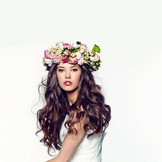 Свадебная прическа с цветочным венком