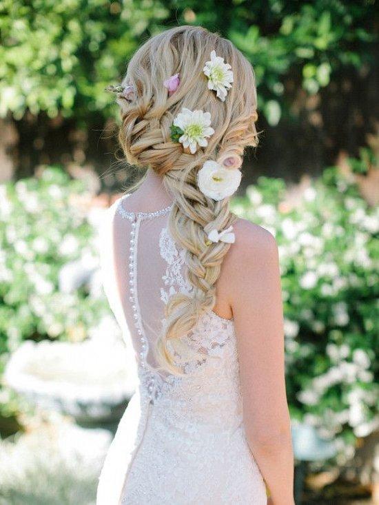 Объемная коса с цветами на свадьбу