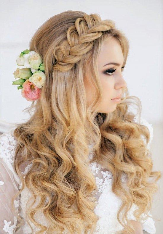 Локоны с косой на свадьбу