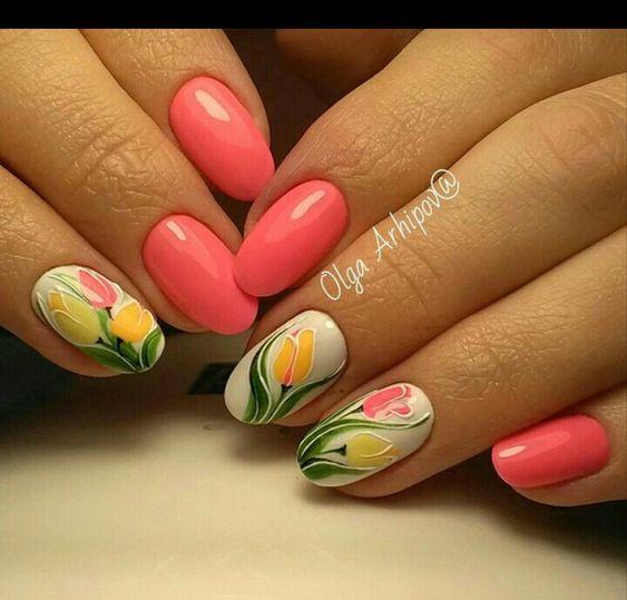 Розовый маникюр с тюльпанами