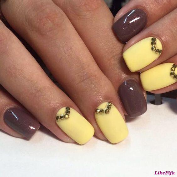 Фото коричнево-желтого маникюра