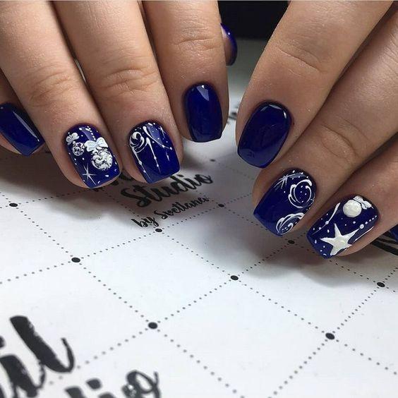 Синий маникюр на Новый год