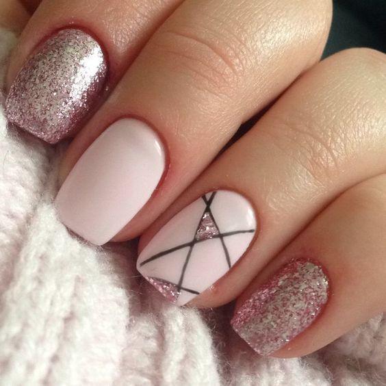 Розовый геометрический маникюр