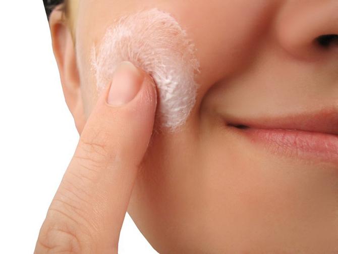 Как правильно нанести тональный крем, чтоб его не было видно