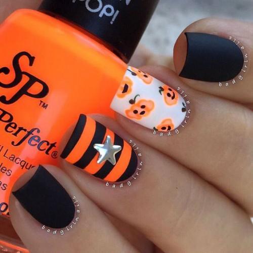Оранжево-черный маникюр на Хэллоуин