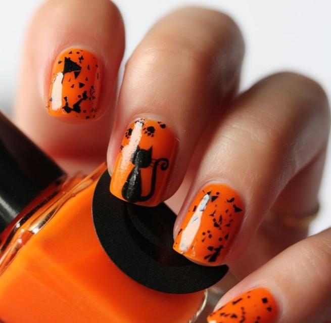 Оранжевый маникюр с котом на Хэллоуин