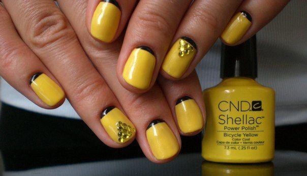 Гарчично-желтый маникюр