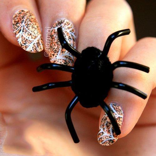 Маникюр на Хэллоуин с пауком