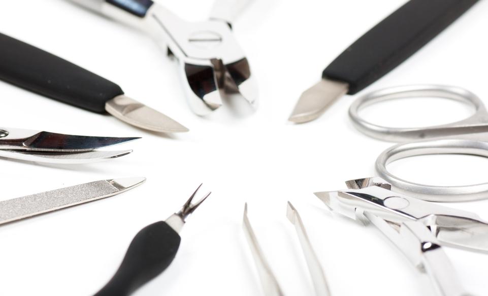 Базовые инструменты для маникюра и педикюра в домашних условиях