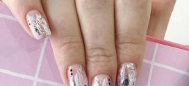 Стильный дизайн ногтей с фольгой